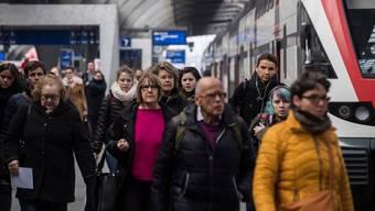 Die Geduld der SBB-Kunden wurde in diesem Jahr mit Verspätungen und Zugsausfällen strapaziert. Das Unternehmen will sich nun mit Gutschriften und Rabatten erkenntlich zeigen.
