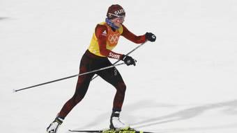 Nathalie von Siebenthal zu ihren Olympischen Diplomen.