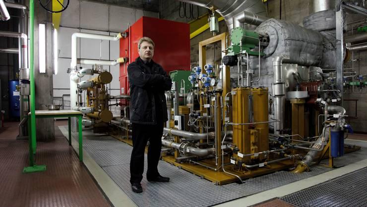 Kebag-Direktor Markus Juchli im Turbinenraum.  HP. Bärtschi