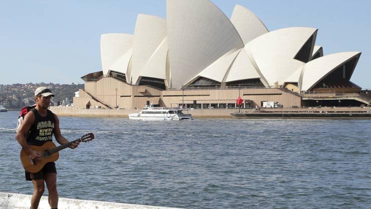 Am weltberühmten Opernhaus von Sydney wird bald gewerkelt. Vor allem der Klang in der Konzerthalle soll besser werden. Es ist die grösste Erneuerung seit der Eröffnung. (Archivbild)