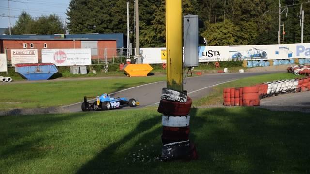 Mit viel Lärm: Fabio Scherrer gibt auf der Wohler Kartbahn Gas.