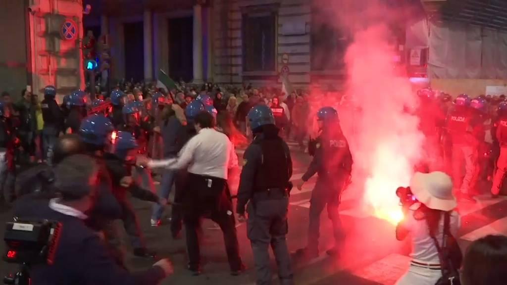 Verletzte und Festnahmen bei Corona-Protesten in Italien
