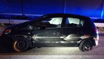 Weil ein unbekannter Autofahrer riskant auf die A3 fuhr, erschrak eine andere Autofahrerin und verunfallte.