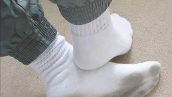 Stimmt's oder stimmt's nicht, das Klischee mit den weissen Socken?