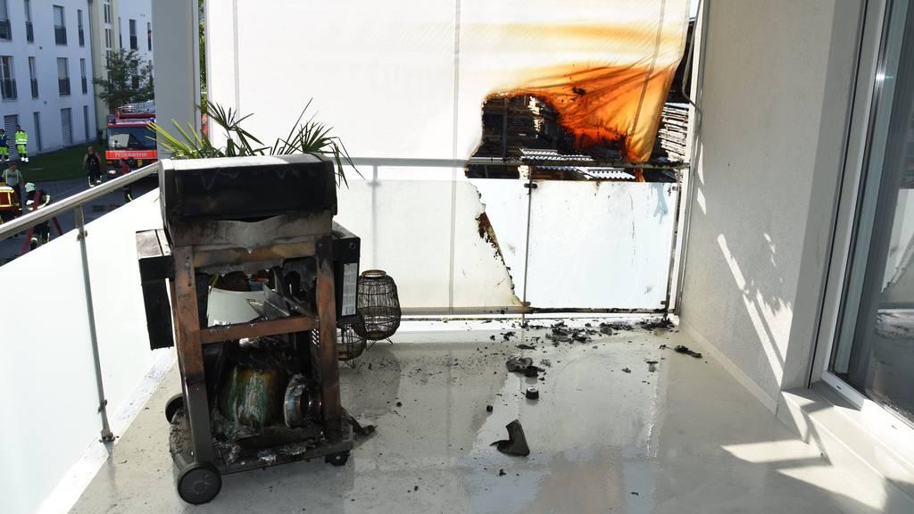 In Brand geratener Gasgrill verwüstet Wohnungsbalkon