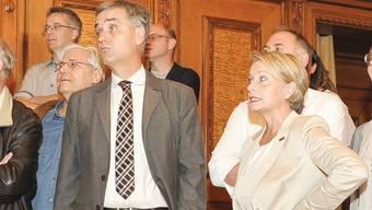 Stunde der Verlierer in Basel: Der Basler Regierungspräsident Guy Morin und die Baselbieter CVP-Nationalrätin Elisabeth Schneider-Schneiter erfahren die ersten Resultate aus Baselland.