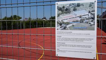 Zur Militärverbots-Zone gehört auch dieser rote Platz, auf dem bisher von den Truppen jeweils Antritts- und Hauptverlesen abgehalten wurden.