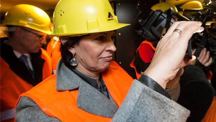 Kennt sich aus mit Röhren: Bundesrätin Doris Leuthard, hier auf einer Testfahrt im Gotthard-Basistunnel.