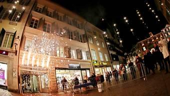 Ein Feuerwerk über der Goldgasse startete nicht nur dort die Weihnachtsbeleuchtung. Felix Gerber