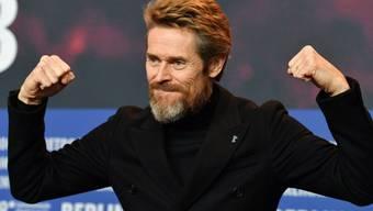Willem Dafoe demonstriert an der Berlinale, dass er noch voll im Saft ist und zu jung für einen Lebenswerk-Preis.