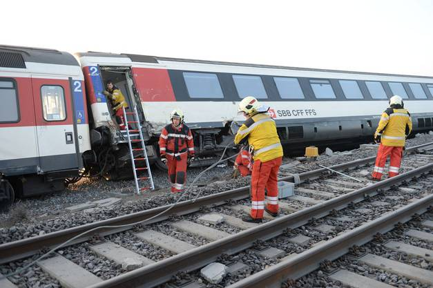 Auch fünf Passagiere waren bei der Kollision leicht verletzt worden.
