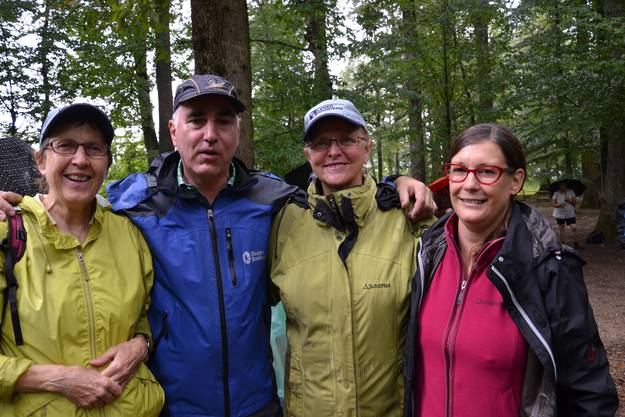Vier Promiwanderer aus der SP waren dabei (v. l.) Hanni Huggel (Landrätin BL), Andreas Bammatter (Landrat BL), Bianca Maag-Streit (Landrätin BL) und Kerstin Wenk (Grossrätin BS).