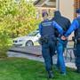 Die Kantonspolizei nahm beide Beschuldigten vorläufig fest. (Symbolbild)