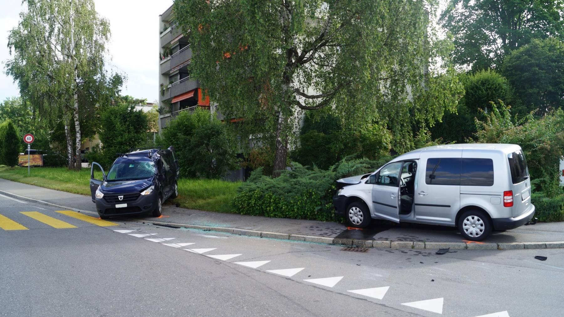 Auto überschlägt sich bei Unfall in Cham