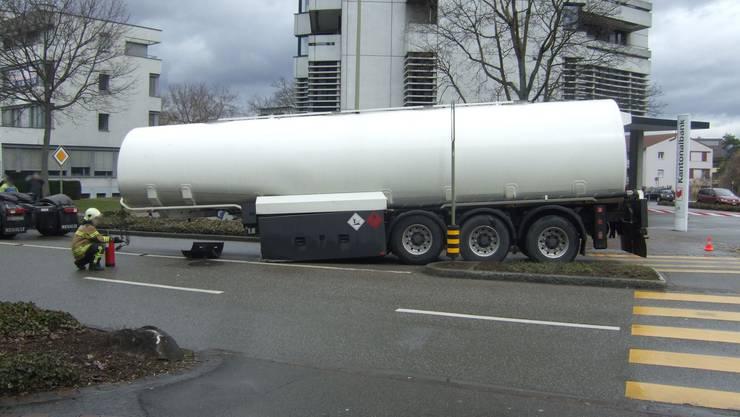 Tanklastwagen verliert Auflieger