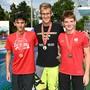 David Radam aus Gränichen (Mitte) krönt sich zum 3-fachen Schweizer Nachwuchsmeister bei den 15-Jährigen (Sieger 200m, 400m und 1500m Freistil)