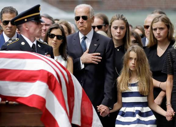 Ein schwarzer Tag: Joe Biden bei der Beerdigung seines Sohnes Beau, der 2015 im Alter von 46 Jahren an einem Hirntumor starb.