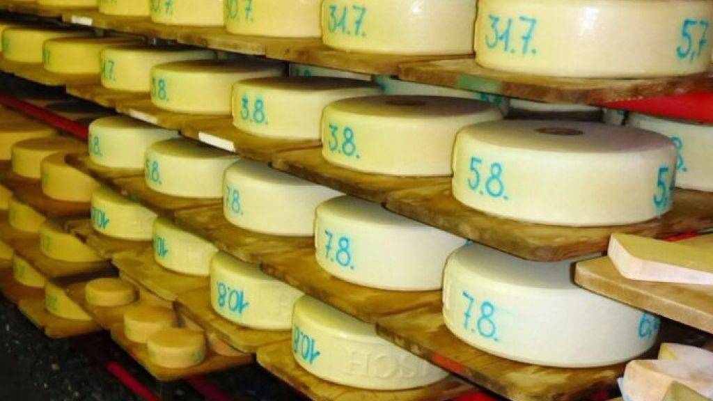 Lebensmittelkontrolleure haben bei der Deklaration von Käse aus Graubünden und Glarus grössere Mängel festgestellt. Erfreulich dagegen ist die mikrobiologische Qualität der untersuchten Käse.