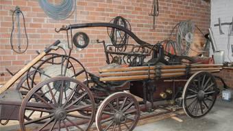 Bald hat die Handdruckspritze 120 Jahre auf dem Buckel, nun wollen sie die Mitglieder des «Fürwehrvereins Hornussen» wieder funktionstüchtig machen. mf