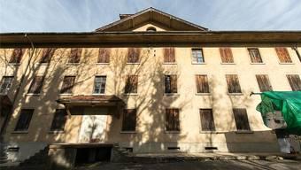 Auf dem Hüetli-Areal (Bild) neben dem alten Gemeindehaus entsteht doch kein Seniorenzentrum. Archiv/Pascal Meier