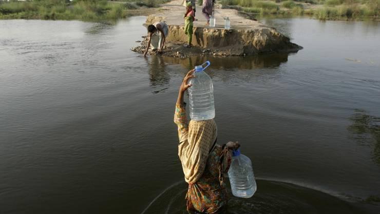 Millionen Menschen in Pakistan sind von Wasser abhängig, das zu viel Arsen enthält. (Archiv)