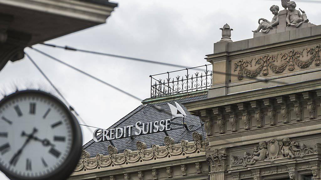 Rosigere Aussichten attestieren CS und ZEW der Schweizer Wirtschaft. Blick auf den CS-Sitz am Paradeplatz in Zürich. (Archiv)