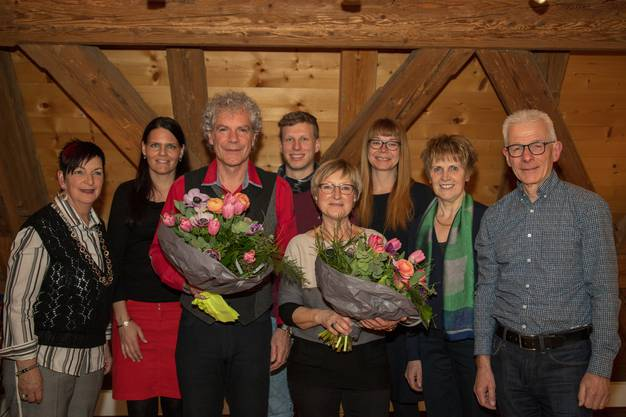 (von links) Margrith Mühle, Martina Stöckli Simon (neu Präsidentin), Christoph Schwager, Alain Röllin, Margot Leuenberger (abtretende Präsidentin), Alex Piscopo (neu Vorstandsmitglied), Irma Stöckli (neu Projektleiterin), Beat Jäggi.