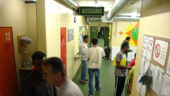 Hausarzt Theo Leutenegger verlangt vom Kanton, dass er das Rückkehrzentrum in Urdorf umgehend schliesst.