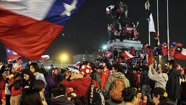 Ausgelassene Stimmung beim Public Viewing in Santiago de Chile