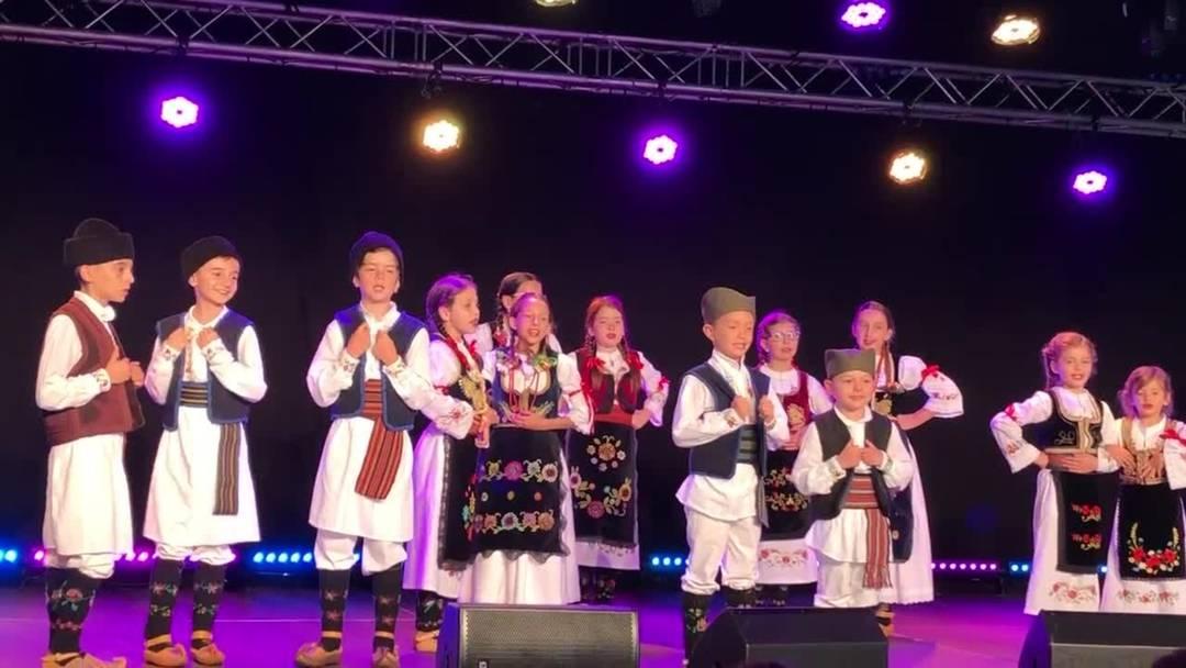 Der Auftritt des serbischen Vereins Kud Kolo zog besonders viel Publikum an am Sommerfest Dietikon 2019