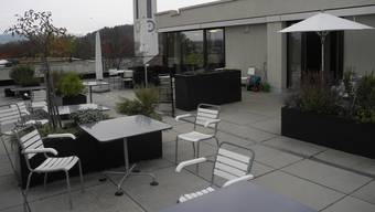 Auf der Terrasse der Alters- und Gesunheitszentrums Dietikon soll eine Pergola mit windstabilem Sonnenschutz errichtet werden. (Archiv)