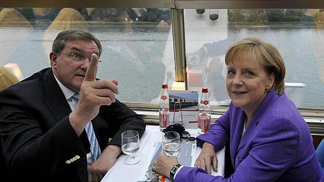 Bundesverteidungsminister Jung mit Merkel