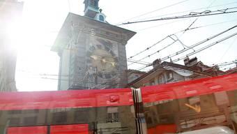 Tram Bernmobil oeffentlicher Verkehr Stadt Bern Zytglogge