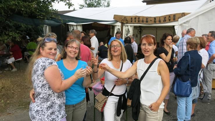 Jeanine, Brigitte, Fränzi und Pia (von links) genossen das Dorffest in vollen Zügen.