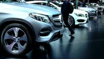 Preiskampf wegen Frankenstärke: Dino Graf, Leiter Unternehmenskommunikation vom VW-Generalimporteur AMAG , und BMW-Kommunikations-Chef Oliver Patrick Peter im Interview.