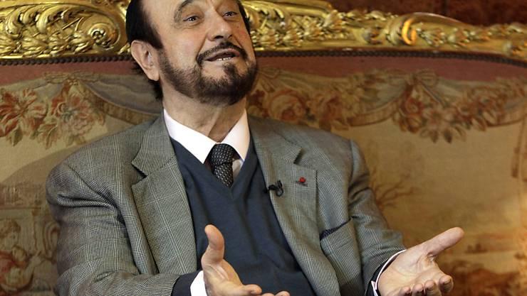 ARCHIV - Rifaat al-Assad, ein Onkel des syrischen Präsidenten Assad, bei einem Interview mit der Associated Press. Rifaat al-Assad ist vom einem Pariser Gericht zu vier Jahren Haft verurteilt worden. Foto: Michel Euler/AP/dpa