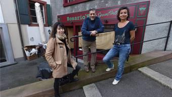 Das «Spuntino»-Team vor dem neuen Lokal am Leonhardsberg: Angela und Rosario Scialfa und Mireille Glady.