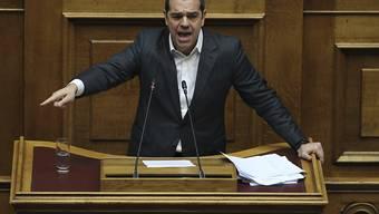 Der griechische Regierungschef Alexis Tsipras hat seine Mazedonien-Politik vor dem Parlament verteidigt.