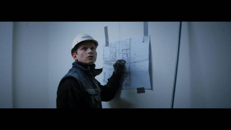 Joel Basman in der Rolle des Sanitärinstallateur in «Der Büezer».