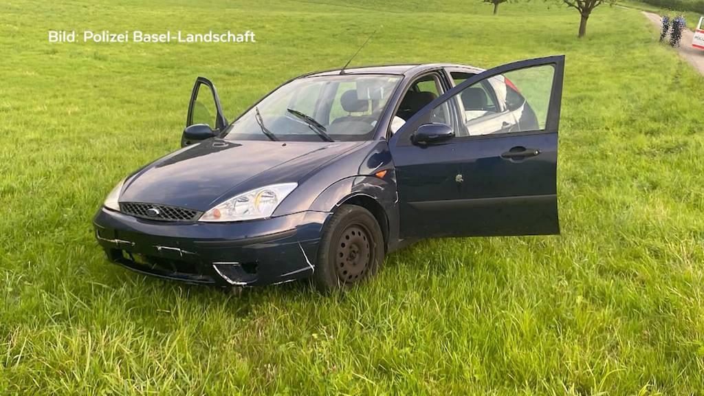 Wilde Verfolgungsjagd: Jugendliche klauen ein Auto und rammen ein Polizeifahrzeug