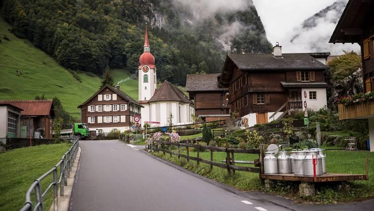 Die Gemeinde Isenthal (im Bild) erhält mit Plaffeien, Evolène, Poschiavo und Guttannen neu das Label «jugendfreundliches Bergdorf».