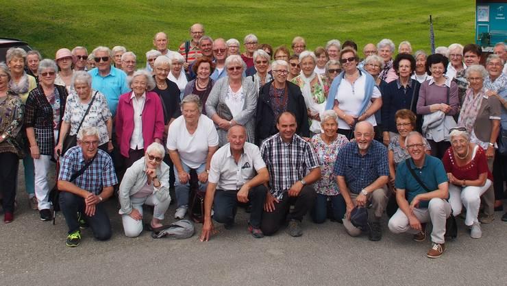 Gutgelaunte Seniorengruppe im Salwideli