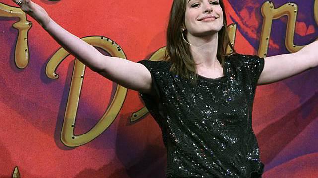 Anne Hathaways Familie gegen homo-feindliche Haltung der Kirche