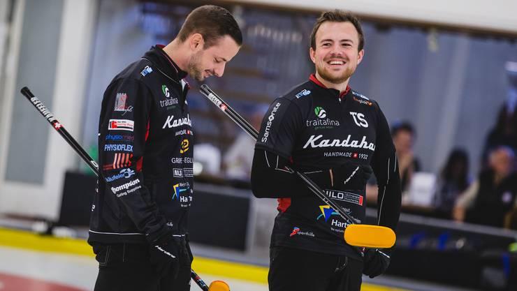 Die Aargauer Curler Marcel Käufeler (l.) und Romano Meier blicken trotz WM-Absage auf eine erfolgreiche Saison zurück.