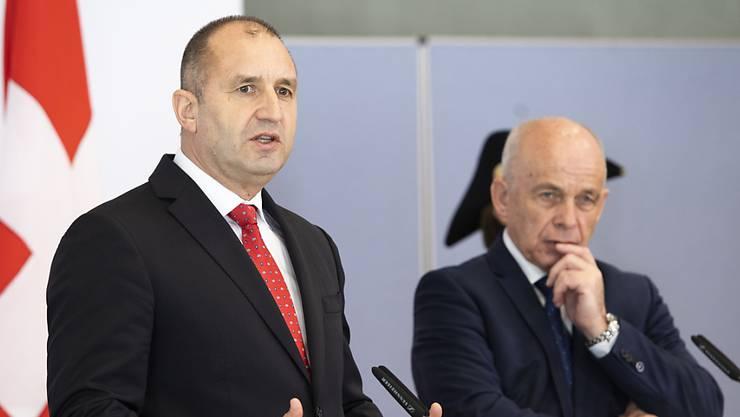 Bulgariens Staatschef Rumen Radev (links) und Bundespräsident Ueli Maurer sprachen bei ihrem Treffen in Meiringen über das bilaterale Verhältnis zwischen Bulgarien und der Schweiz.