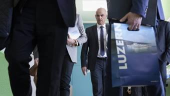 Bundesrat Alain Berset besuchte am Dienstag das mobile Testcenter in Luzern.