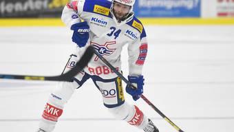 Verteidiger René Back führt mit Kloten die Swiss League mit fünf Punkten Vorsprung an