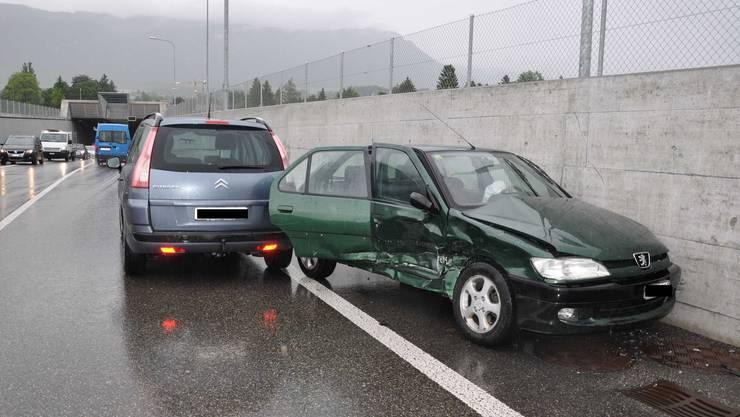 Der 20-jährige Kosovare wich auf die Gegenfahrbahn aus. Dort stiess er mit einem entgegenkommenden Auto zusammen.