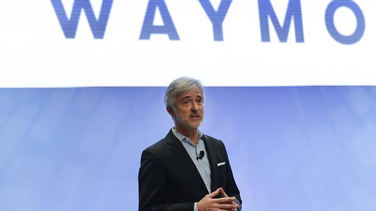 Die Google-Schwesterfirma Waymo unter ihrem Chef John Krafcik will ihre Roboterwagen-Technologie mit der Zeit auch in Privatautos bringen. (Archiv)