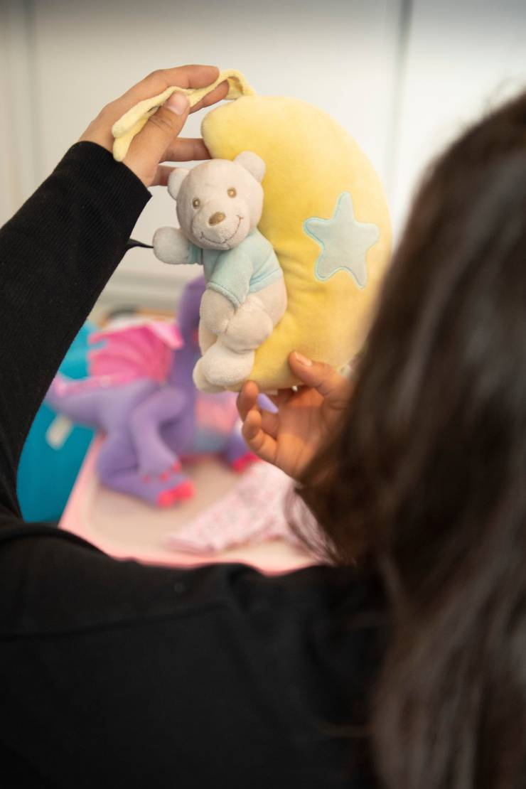 Einige Babysachen ihrer Tochter hat Nina bis heute aufgehoben.